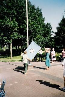 Connie Tukker hijst de Schansvlag