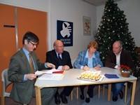 Janneke Bosschert en Jan Oostveen tekenen voor De Schans en Arnold Wagemakers voor Sporthuis Bunnik